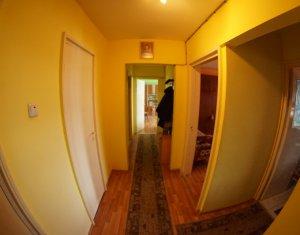 Apartament 2 camere, zona  linistita, in Manatur
