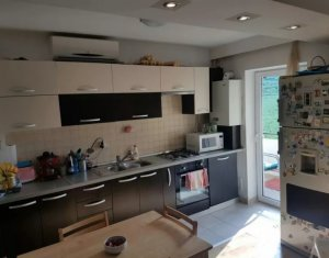 Vanzare apartament 3 camere situat in Floresti, zona Terra