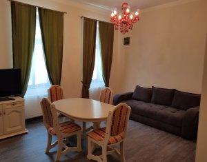 Inchiriere apartament 3 camere la casa cu curte, Centru, zona Teatrul National