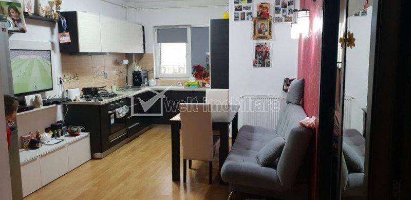 Vanzare apartament cu 2 camere, decomandat, parcare, Europa, negociabil