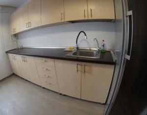 Apartament de inchiriat cu 3 camere, decomandat, zona Observatorului, Zorilor