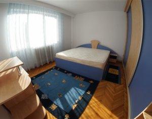 Apartament de 2 camere, decomandat, etaj intermediar, Plopilor