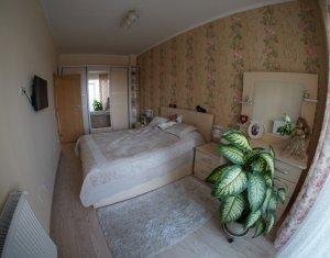 Apartament cu 2 camere, semidecomandat, lux, confort 1, Centru