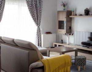 Inchiriere apartament 3 camere confort sporit, zona Campului