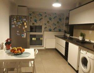 Vanzare apartament cu 3 camere, pe doua nivele, finisat si mobilat