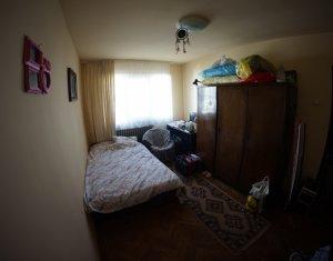Apartament 3 camere, etaj intermediar, zona Piata Hermes