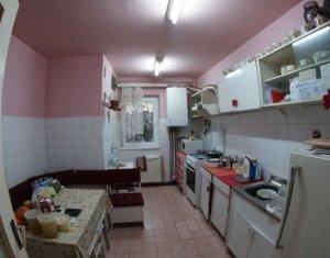 Apartament cu 4 camere, decomandate, cartier Marasti