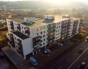 Vanzare apartament 4 camere decomandat, finisat cu CF, suprafata 90 mp utili
