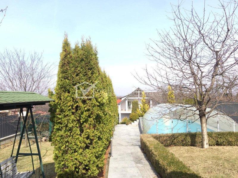 Vila cu gradina generoasa de 1700 mp, garaj, piscina, foisor, Faget