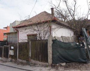 Casa demolabila, teren intravilan 550mp, asfalt, panorama frumoasa