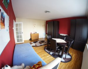 Apartament spatios de 3 camere, decomandat, pe strada Dorobantilor