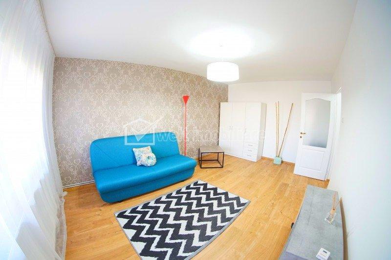 Apartament 3 camere, decomandat, lux, cartier Intre Lacuri, zona Iulius Mall
