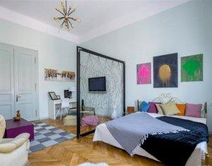 Vanzare apartament deosebit de frumos, cladire interbelica, zona ultracentrala