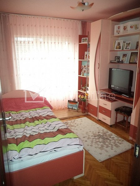 Apartament cu 4 camere de vanzare, Slatina, Marasti