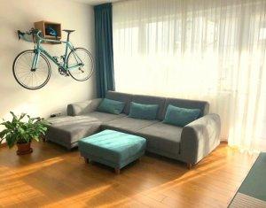 Vanzare apartament 3 camere de lux, parcare subterana, zona Grand Hotel Italia