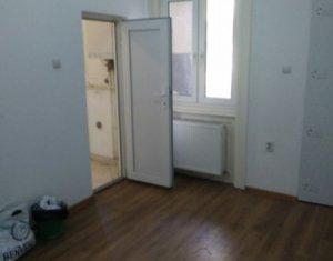 Vanzare apartament cu 1 camera in Centru, acces auto