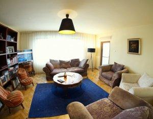 Vanzare apartament 3 camere decomandate, confort sporit, zona Titulescu