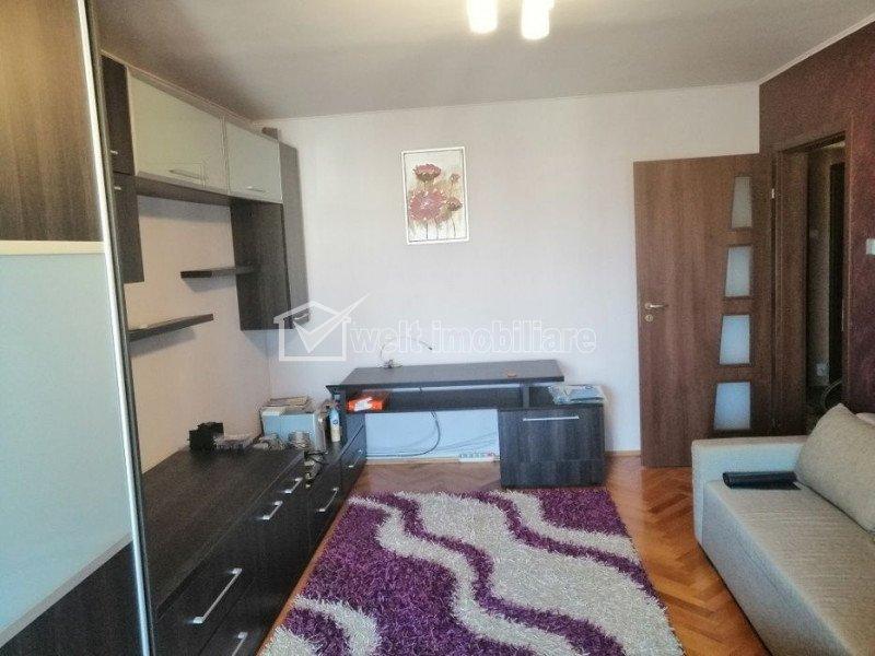 Apartament 3 camere, decomandat, 70 mp, parcare, pe Titulescu, zona Cipariu