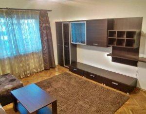Inchiriere apartament modern cu 3 camere, decomandat, zona semicentrala