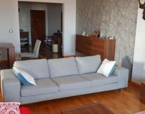 Apartament cu 4 camere, spatios, etaj intermediar, parcare, zona Calea Turzii
