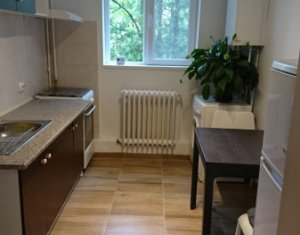 Inchiriez apartament de 2 camere, decomandat, renovat, la 5 minute de Iulius