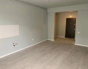 Vand apartament cu 2 camere la 10 min de Piata Unirii, terasa 45 mp, parcare