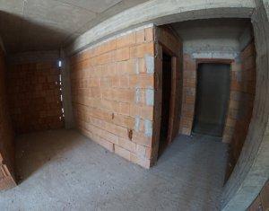 Vand apartament cu 2 camere la 10 min de Piata Unirii, terasa 36 mp, parcare