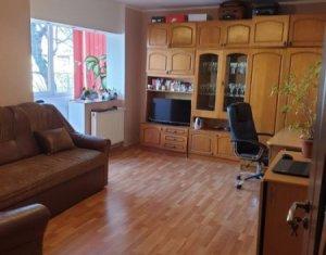 Vanzare apartament cu 2 camere, decomandat, Zorilor
