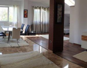 Inchiriez apartament 3 camere, strada Plopilor