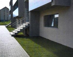 Vanzare apartament 3 camere, decomandat, situat in Floresti, zona Teilor