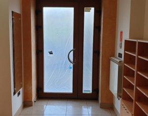 Spatiu comercial de 15 mp, cu vitrina la strada, P-ta Mihai Viteazul