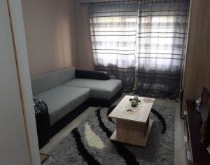 Apartament 3 camere, decomandat, Plopilor