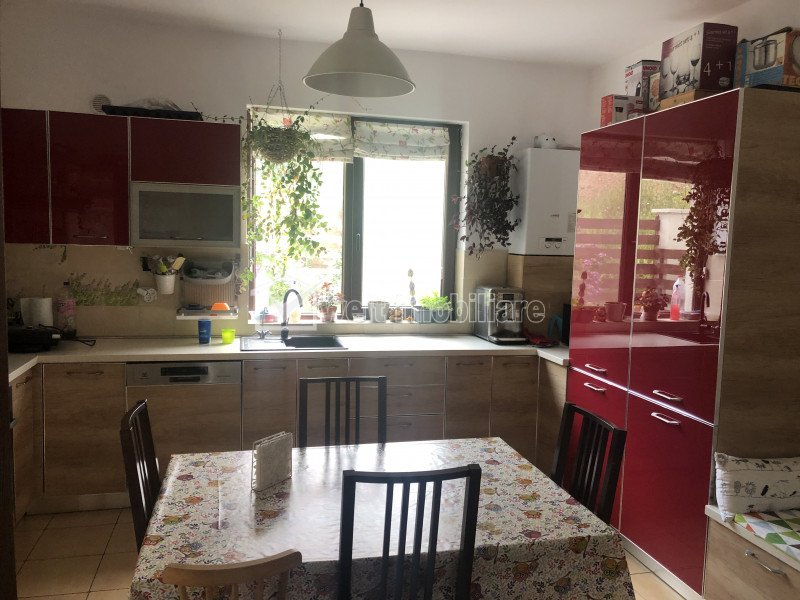 House 5 rooms for rent in Floresti