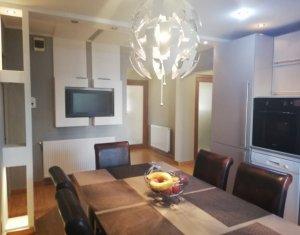 Apartament 3 camere decomandate, 83, zona Iulius