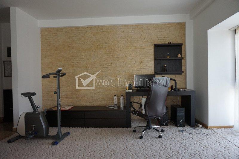 Apartament de 2 camere decomandat,etaj 1, garaj
