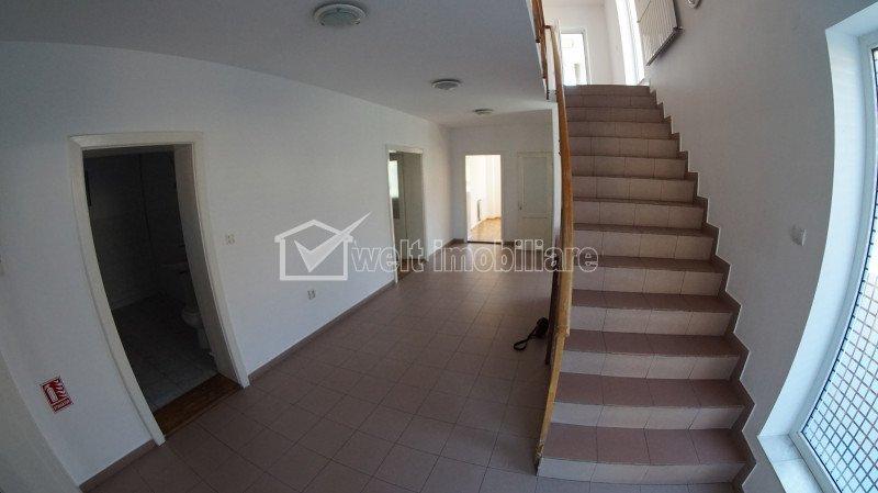 Casa individuala, 12 camere, 420 mp utili, teren 500 mp, Andrei Muresanu