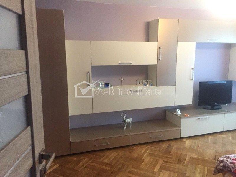 Oferta apartament 4 camere decomandate, etaj intermediar, zona strazii Bucuresti