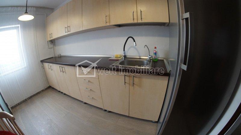 Apartament de inchiriat cu 3 camere, decomandat, baie in fiecare camera, UMF