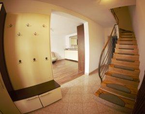 Inchiriere Casa triplex, gradina de 120 mp, 2 parcari, zona Petrom  -Oasului