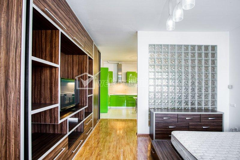 Apartament spatios 3 camere decomandate zona Plopilor