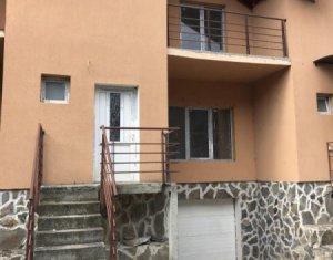 Vanzare casa cu garaj, situata in Floresti, zona Florilor