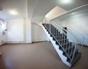 Casa individuala de inchiriat, garaj si terasa, zona superba, langa Hotel Stil