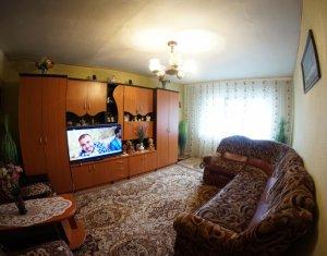 Vanzare apartament 3 camere decomandate, semicentral, zona Titulescu