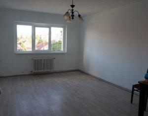 Apartament cu 2 camere decomandate, finisat, situat in cartierul Intre Lacuri