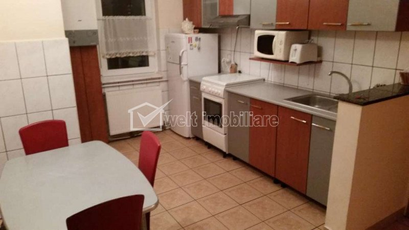 Vanzare apartament cu 3 camere decomandate in zona Garii