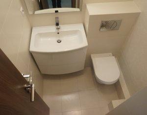 Apartament de inchiriat cu 3 camere, ultracentral, zona Orange, recent renovat