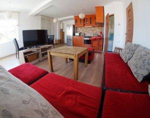 Apartament 3 camere, central, amenajat modern, 2 nivele, pret excelent
