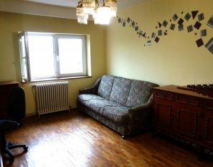 Inchiriere apartament cu 3 camere in Gruia, strada Migdalului