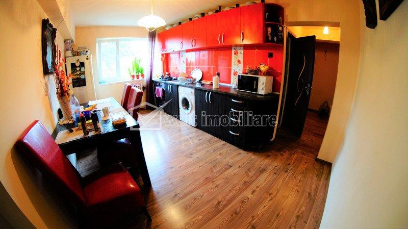 Apartament cu 3 camere decomandate, etaj intermediar, Manastur