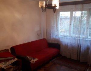 Apartament o camera de vanzare Grigorescu, la un minut de mijlocele de transport